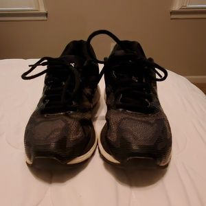 Asics Nimbus 19 athletic shoe